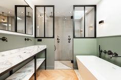 Stoere badkamer met natuursteen en zwart stalen elementen i.c.m. visgraat vloer Bathtub, Bathroom, Standing Bath, Washroom, Bathtubs, Bath Tube, Full Bath, Bath, Bathrooms