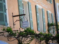 Provence, windows