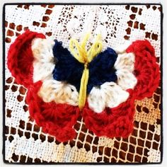 Gudruns blog: Heklet 17.mai-sommerfugl, gratis oppskrift. Gudrun, Crochet Butterfly, Chain Stitch, Historical Clothing, Double Crochet, 4th Of July Wreath, Mittens, Diy And Crafts, Presents