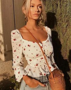 girl - summer vibes - vintage - blusa decote quadrado - romântico - street style - flores - flowers - golden hour - trend - ootd - outfit of the day Look Fashion, Fashion Beauty, Fashion Outfits, Fashion Women, Spring Summer Fashion, Spring Outfits, Idda Van Munster, Casual Outfits, Cute Outfits