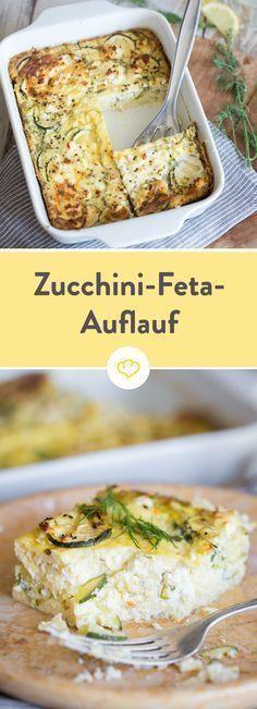 Zucchini und frische Kräuter verbinden sich mit Ei und Feta zu einem fluffigen Auflauf, den du auch ideal zum Frühstück verputzen kannst.