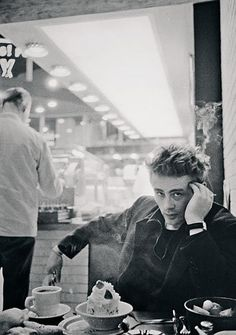 James Dean.  The Cool Kids Are In Town | Vintage photography James Dean Icons Rebel |