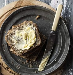 Banting breads are great when toasted and poppy seeds usually go well with lemon. So as a serving suggestion we recommend toasting this bread and topping it with lashings of butter, avo and a squeeze of lemon. Bread Snacks Recipe, Healthy Bread Recipes, Banting Recipes, No Carb Recipes, Real Food Recipes, Snack Recipes, Cooking Recipes, Banting Breakfast, Ketogenic Breakfast