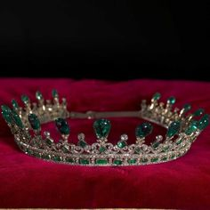 The Royal Order of Sartorial Splendor: Tiara Thursday: Queen Victoria's Emerald and Diamond Tiara, Revisited