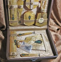 Beautiful vintage vanity set.
