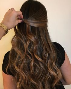 Pin on cabello Pin on cabello Brunette Hair With Highlights, Brown Hair Balayage, Brown Blonde Hair, Ombre Hair, Caramel Highlights, Brunette Color, Hair Upstyles, Light Hair, Gorgeous Hair