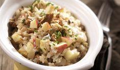 Τρία ιδιαίτερα υλικά δένουν υπέροχα σε ένα ζουμερό και ελαφρύ ριζότο με φρουτοτυρένια γεύση. Μπορείτε αν θέλετε να αντικαταστήσετε την γκοργκοντζόλα με οποιοδήποτε μπλε τυρί σας αρέσει. Risotto, Potato Salad, Oatmeal, Sweet Home, Veggies, Rice, Cooking, Breakfast, Ethnic Recipes