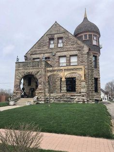 1895 Abandoned Mansion For Sale In Cape Vincent New York — C… – Stone House Abandoned Mansion For Sale, Abandoned Mansions, Abandoned Castles, Abandoned Places, Style At Home, Beautiful Buildings, Beautiful Homes, Bohemian Living Rooms, English Decor
