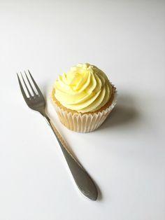 Hummingbird Bakery lemon cupcakes with lemon curd core