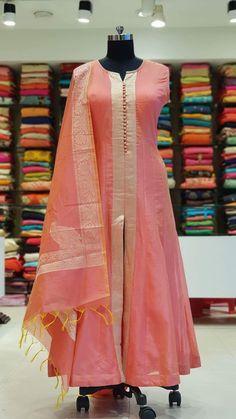 Salwar Designs, Silk Kurti Designs, Kurta Designs Women, Kurti Designs Party Wear, Party Wear Indian Dresses, Indian Fashion Dresses, Dress Indian Style, Indian Designer Outfits, Designer Dresses