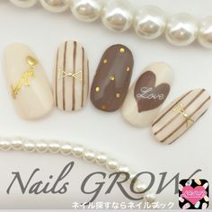 ネイル デザイン 画像 1336960 グレージュ スモーキー ホワイト ブラウン ストライプ ドット ハート リボン ワンカラー オフィス デート パーティー 秋 冬 バレンタイン お正月 クリスマス ハロウィン 成人式 チップ ソフトジェル ハンド ロング ミディアム ショート Pale Nails, Bling Nails, Summer Holiday Nails, Winter Nails, Super Cute Nails, Pretty Nails, Simple Nail Art Designs, Nail Designs, Chic Nails