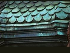 oxidized copper lettering (perhaps) Copper Roof, Green Copper, Metal Roof, Roof Design, House Design, Copper Paint, Fibreglass Roof, Copper Decor, Tuile