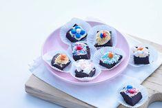 Trakeer op Koningsdag op deze heerlijke koninklijke bonbons met chocolade en biscuit. Recept - Allerhande