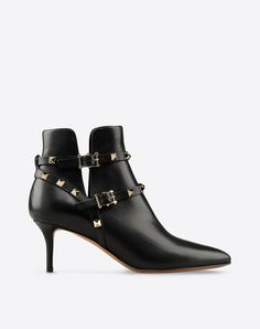 Valentino Studs,Solid colour,Buckle,Leather sole,Narrow toeline,Spike heel.