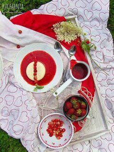 KUCHARNIA: Elderflower panna cotta with wild strawberries