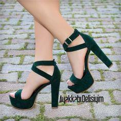 Ofelya Süet Yeşil İnce Bantlı Topuklu Ayakkabı