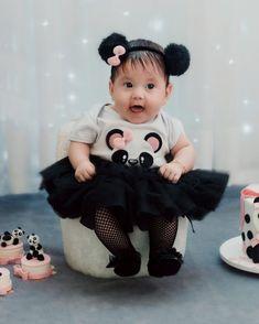 04 meses de muito amor 💕 Panda Themed Party, Panda Birthday Party, Panda Party, Baby Girl Birthday, Baby Shawer, Baby Tutu, Cute Baby Girl, Baby Girl Dresses, Baby Dress
