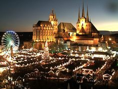 Weihnachten in Erfurt erleben ist etwas ganz besonderes! Nicht nur wegen des welt-berühmten Weihnachtsmarktes vor der beleuchteten Kulisse des Dom Ensembles. Besucher, die aus den vielen kleinen Ga…