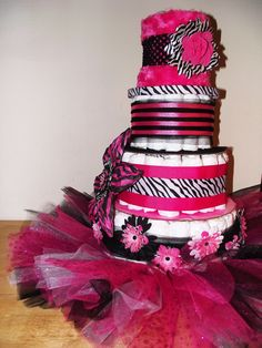 Zebra and pink diaper cake! Baby Shower Items, Baby Shower Diapers, Baby Shower Favors, Baby Shower Cakes, Baby Shower Invitations, Baby Shower Gifts, Baby Gifts, Pink Zebra Party, Pink Diaper Cakes