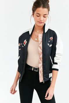 9 Tenacious Tips: Urban Wear Brown urban fashion shoot simple.Urban Fashion Editorial Vogue Brazil urban wear for men products. Bomber Jacket Outfit, Satin Bomber Jacket, Bomber Jacket Ladies, Cute Bomber Jackets, Letterman Jackets, Floral Bomber Jacket, Casual Jackets, Cute Jackets, Look Fashion