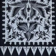 Batik Gedog Tuban was created from handmade tenun (woven) fabrics. Ciri khas batik gedog adalah gambar burung Hong. Hal ini tidak lepas sejarah batik yang dibawa Laksamana Cheng Ho dari Tiongkok. Maka tradisi lokcan ilutrasi China motif burung Hong tidak bisa lepas dari jenis batik ini. Adapun dinamakan gedog karena proses pembuatannya yang berbunyi dog….dog…dog… gedog. Dari sinilah kemudian diadopsi oleh Ki Jonto, salah seorang pasukan dari Ronggolawe membuatkan seragam bagi pasukan Tuban.