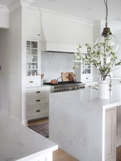 Modern Kitchen Design – Want to refurbish or redo your kitchen? As part of a modern kitchen renovation or remodeling, know that there are a . Kitchen Marble, Kitchen Remodel, Kitchen Decor, Interior Design Kitchen, New Kitchen, Kitchen Dining Room, Home Kitchens, Kitchen Renovation, Kitchen Design