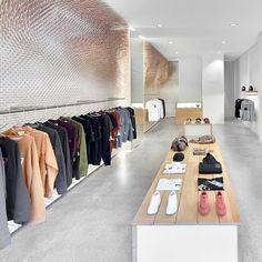 #分享Instagram# #meqt #flagship #boutique #stuttgrat - #retail #interior #design #shop #hangingsystem #display #displaytable #retaildesign #shopdesign #interiordesign #brand #table #pos #wall #installation #mirror