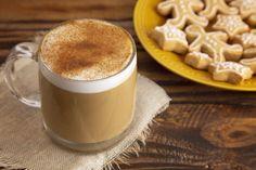 Melengető mézeskalács latte: a fűszeres szirupot később is felhasználhatjuk Vegan Gingerbread, Gingerbread Latte, Dairy Free Latte, Vegan Whipped Cream, Infused Water Recipes, Spiced Coffee, Latte Recipe, Delicious Fruit, Pumpkin Spice Latte