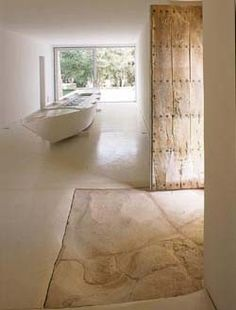 ciekawa podłoga, kremowe wnętrze