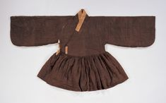 """Cheollik (Coat with Pleats), 16th century, from he tomb of Sim SuRyun(1534~1589). """"The cheollik was a kind of coat worn under the Joseon Dynasty government official uniform. This delicate padded coat has a gusset under the armhole. The fabric used for goreumbadae(small fabric attached under the goreum) is silk satin damask with gold lotus flower pattern."""" At Gyeonggi Provincial Museum, http://www.musenet.or.kr/english/collections/show.asp?ct=6=536"""