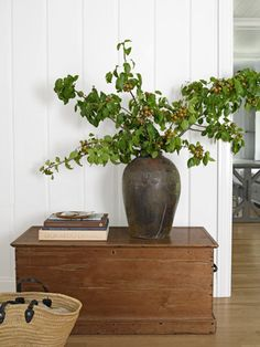 How to create an arrangement from Asian pear branches.