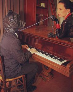 Dog Play Piano #dog #hund #pet #petplay #piano #maske #mask #rubber #latex #gummi #klavier #gummibluse #latexbluse #rubbertop #mistress #chien #handschuhe #gloves #rubbergloves #latexhandschuhe #hundeleine #dogleash by jacquelinetheripper