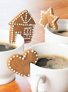 Rim Cookie Cutters let you create bite-size treats that slip on the rim of a cup or mug. You get a mini house, star and heart, plus a recipe. Christmas Goodies, Christmas Desserts, Christmas Treats, Christmas Baking, Christmas Christmas, Christmas Gingerbread House, Gingerbread Cookies, Gingerbread Houses, Cookie Pictures