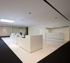 Nice white minimal space, the Acer Office in Barcelona by Francesc Rife _