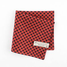 Beautiful and perfectly finished cotton pocket square with mapel prints…