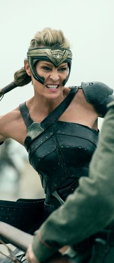 Robin Wright - Wonder Woman (2017) (1426 x 3271)