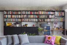 Olhar de arquiteto | Capítulo 1 | Histórias de Casa | Histórias de Casa Home Theater, Home Decor Inspiration, House Tours, Bookcase, Sweet Home, New Homes, Shelves, Dining, Living Room