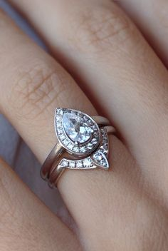Pear Shaped Diamond Engagement Ring with Matching Side Diamond Band