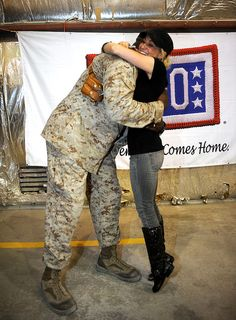 BNA recording artist Kellie Pickler joins the USO in honoring our nation's real heroes with a week-long Memorial Day USO/Armed Forces Entertainment tour to the Middle East. Paying homage to those who have fallen, as well as those currently serving on the front lines, Pickler will dine with troops and perform to USO shows on Memorial Day. In the region on her fifth USO tyour, Pickler is visiting two countries in eight days and performing a total of five shows. (USO Photo by Steve Manuel)