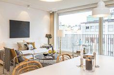 Lägenhet i Stockholm - Skeppsholmen Sotheby's International Realty Stockholm, Divider, Room, Furniture, Home Decor, Bedroom, Decoration Home, Room Decor, Home Furnishings