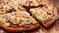 Dessert pizza with nutella, bananas and marshmallows - Hmmm
