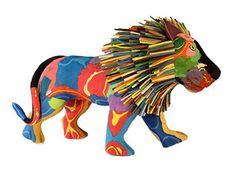 Passeando pelas praias da costa leste da África, você pode se deparar com esculturas coloridas de elefantes, javalis, rinocerontes, leões e girafas, alguma