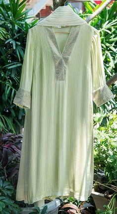 Dress Neck Designs, Stylish Dress Designs, Designs For Dresses, Designer Kurtis, Indian Designer Suits, Designer Party Wear Dresses, Kurti Designs Party Wear, Pakistani Dresses Casual, Pakistani Dress Design