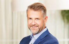 Viisas johtaja kehittää alaistensa osaamista | Tampereen kauppakamarilehti Akira