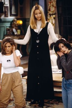 Rachel Green [ Jennifer Aniston ], Phoebe Buffay [ Lisa Kudrow ] and Monica Geller [ Courtney Cox ]. Tv: Friends, Friends Mode, Friends Phoebe, Serie Friends, Friends Cast, Friends Episodes, Friends Moments, Friends Tv Show, Friends Forever