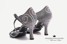 ... Posiblemente los zapatos de baile más bonitos del mundo!!😍❤️💕 Creo que me acabo de enamorar!!! 🛍🛍 #QueBonitosPorFavor #AmiMeDaAlgo #MisZapatosSonHermosos #HechosaMano #SoloMios #PasionPorLaModa #ElArmarioDeMiVida #ZapatosUnicos #AnitaPearl #ZapatosReina #LaReinaDeMiArmario #danceshoes #musthave #rose #zapatosdebaile #anitapearl #essentials #musthave #zapatosmanuelreina #sandals #moda