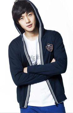 Hyun Joong - Fotos Oficiales de la marca Basic House 29.01.10