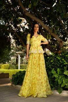 Dress Indian Style, Indian Fashion Dresses, Indian Wear, Indian Outfits, Designer Party Wear Dresses, Kurti Designs Party Wear, Peplum Top Outfits, Yellow Lehenga, Yellow Print