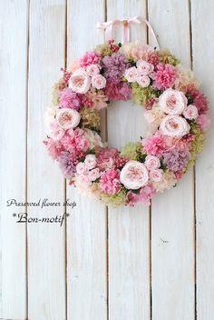 パリスタイルのプリザーブドフラワー専門ギフト通販ショップ|ボンモチーフ Peony Arrangement, Floral Arrangements, Beautiful Bouquet Of Flowers, Diy Flowers, Wreath Crafts, Diy Wreath, Pine Cone Art, Wedding Reception Flowers, Silk Peonies
