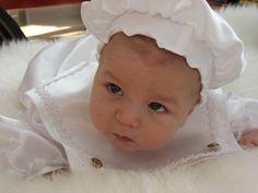 Søt lue som passer til babydress. Face, The Face, Faces, Facial